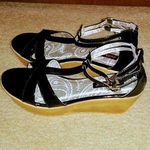 Dollhouse Black Platform Sandals Size 6.5